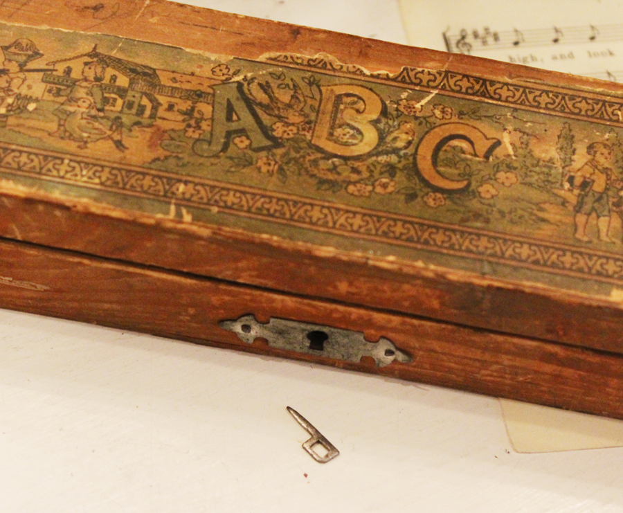 Estate Find Antique Victorian Childs Pencil Box Wonderful Graphics & Key-