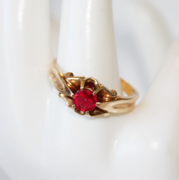 1940s Ruby Gold Ring Estate-