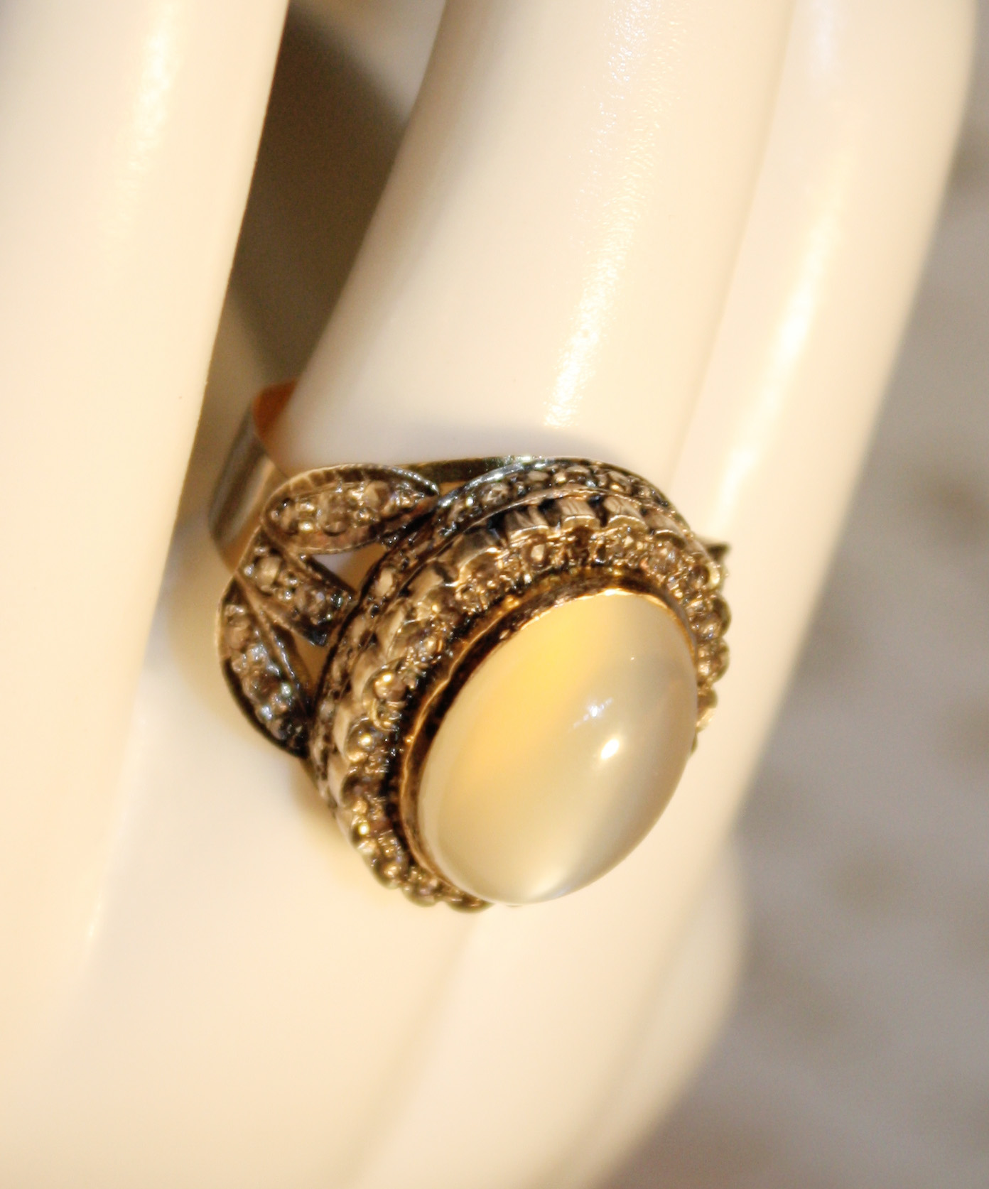 Stunning Estate 1950s Moonstone w/ Diamonds Ring-