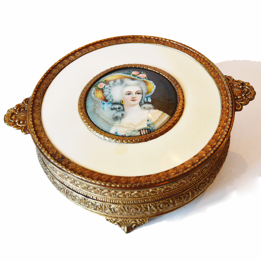 Antique Large Dresser Jar Marie Antoinette-