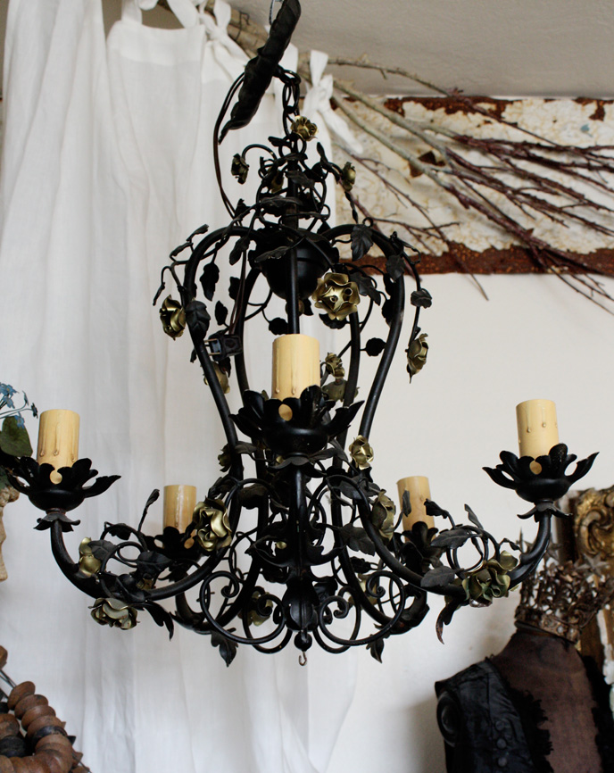 Italian Tole Wrought Iron Chandelier With Gilt Flowers Antique-