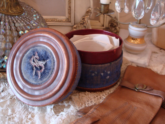 Victorian French Antique Collar Box & Collars-