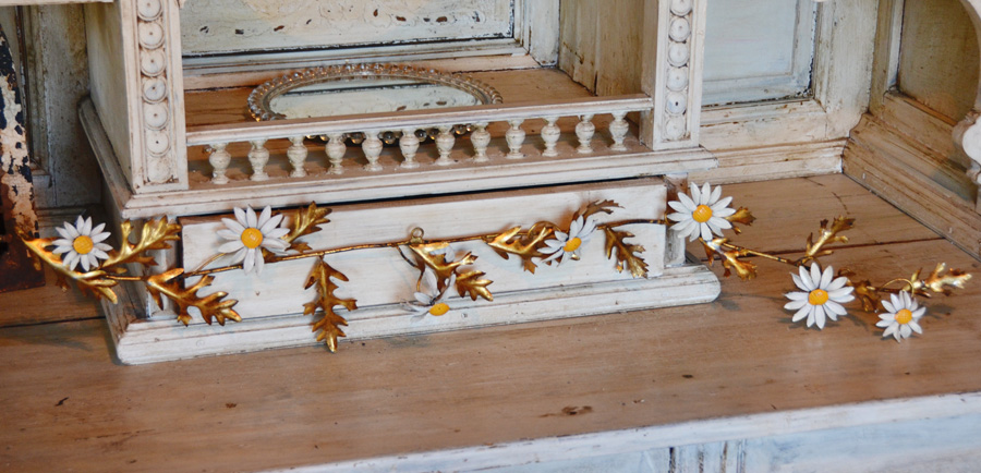 Antique Italian Tole Daisy Metal Garland