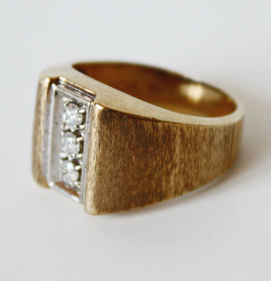 Gentlemens Three Diamond Gold Florentine Ring-