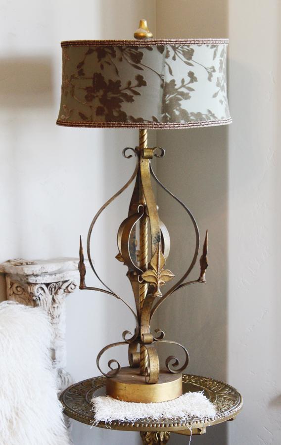 Antique Fleur De Lis Italian Tole Lamp Beautiful-