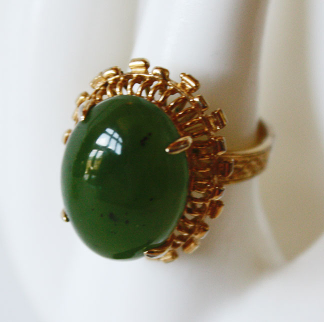 Imperial Jade Cabochon 1940s Ladies Ring-