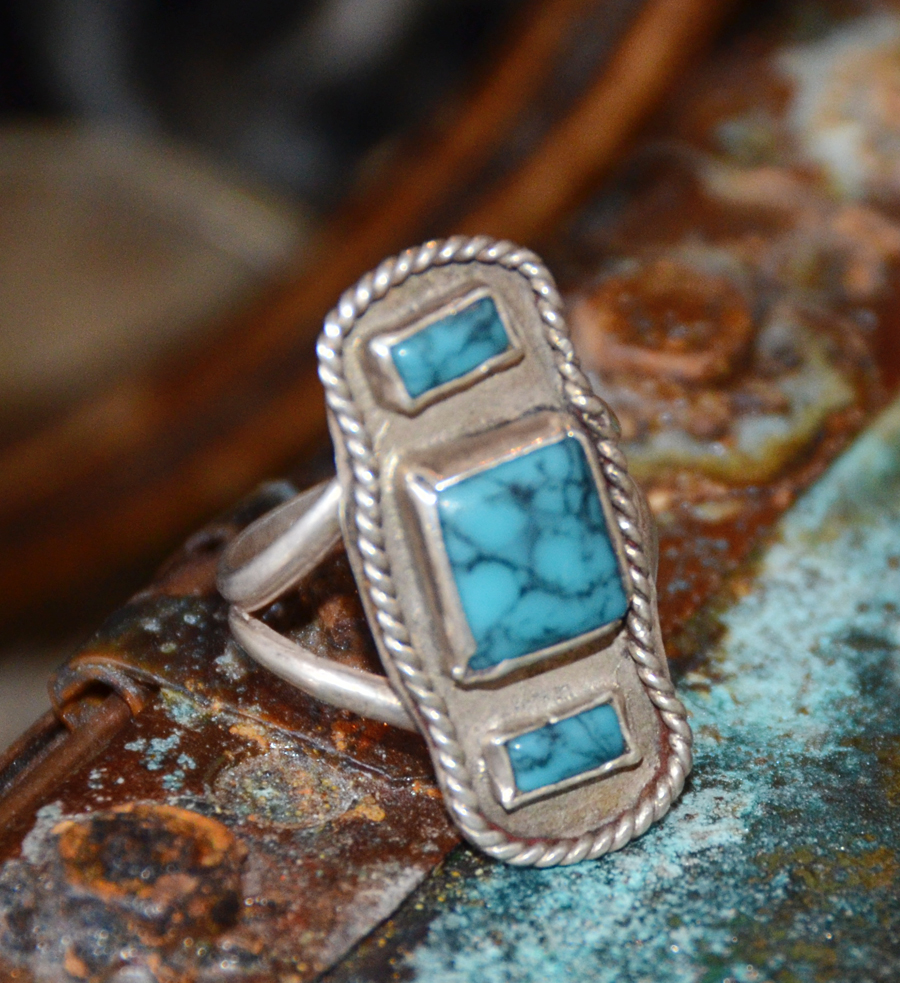 Vintage Native American Sterling Silver & Turquoise Ring-