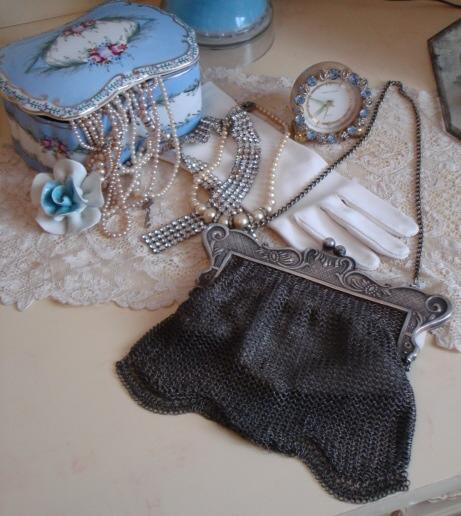 Victorian C.1890s Silver Mesh Bag/Purse Beautiful Latch-